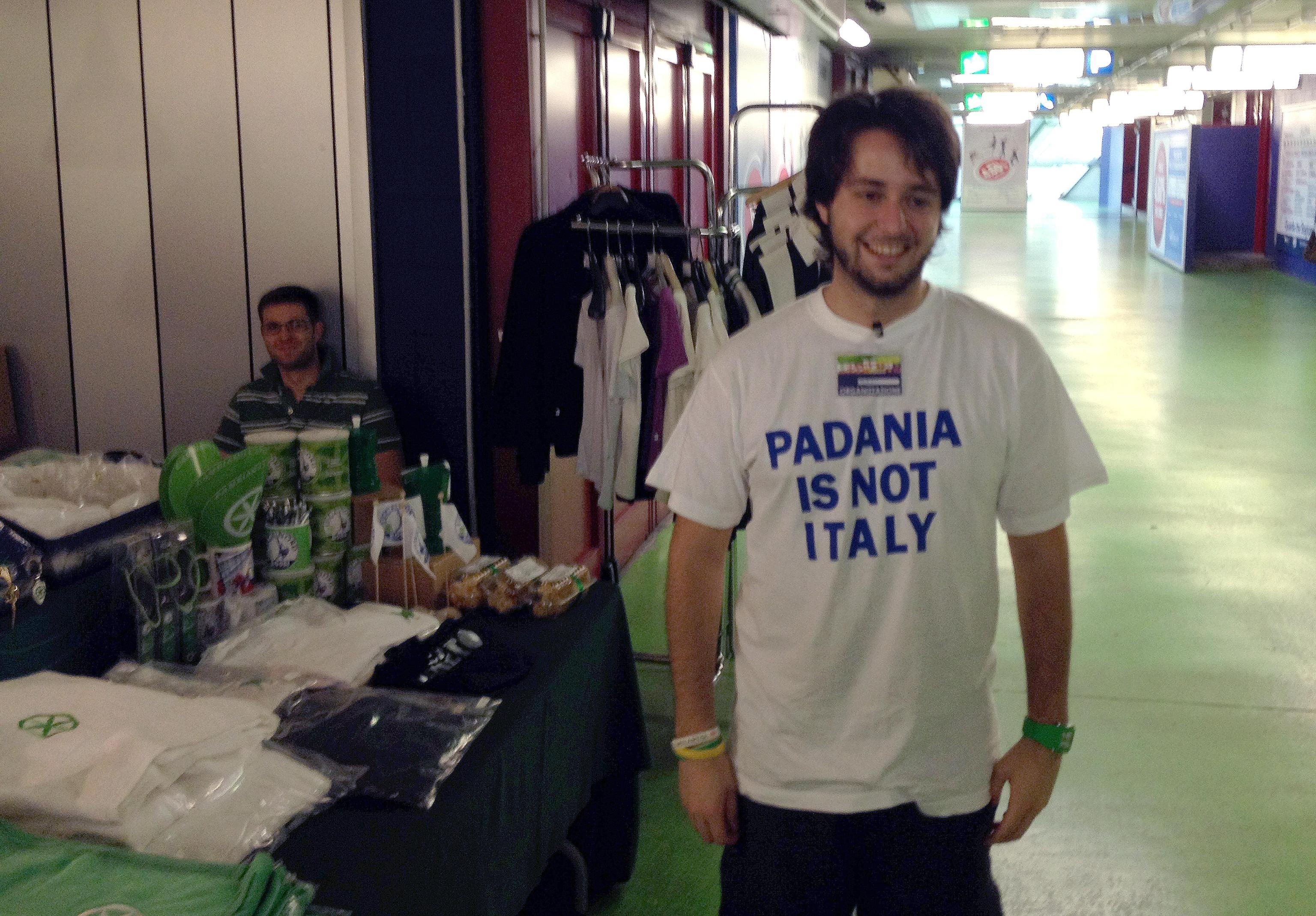LEGA: GADGET, A RUBA LE T SHIRT 'PADANIA IS NOT ITALY'