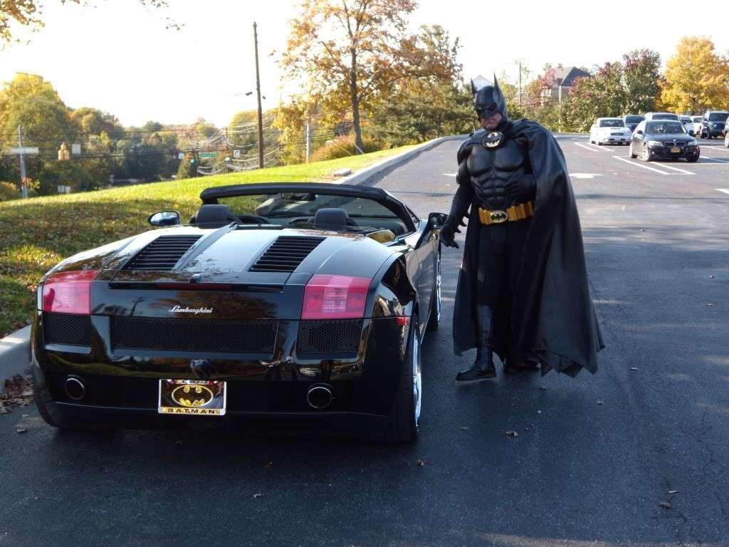 In auto vestito da Batman: aiutava bambini malati ma ora non c'è più
