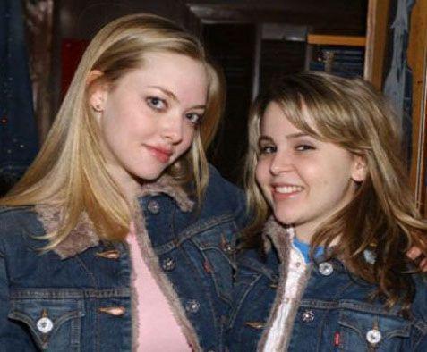 Amanda Seyfried e Mae Whitman