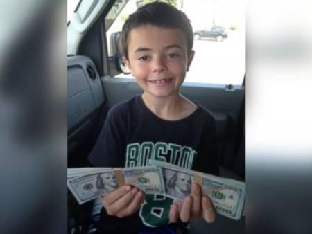 Bambino restituisce 8mila dollari