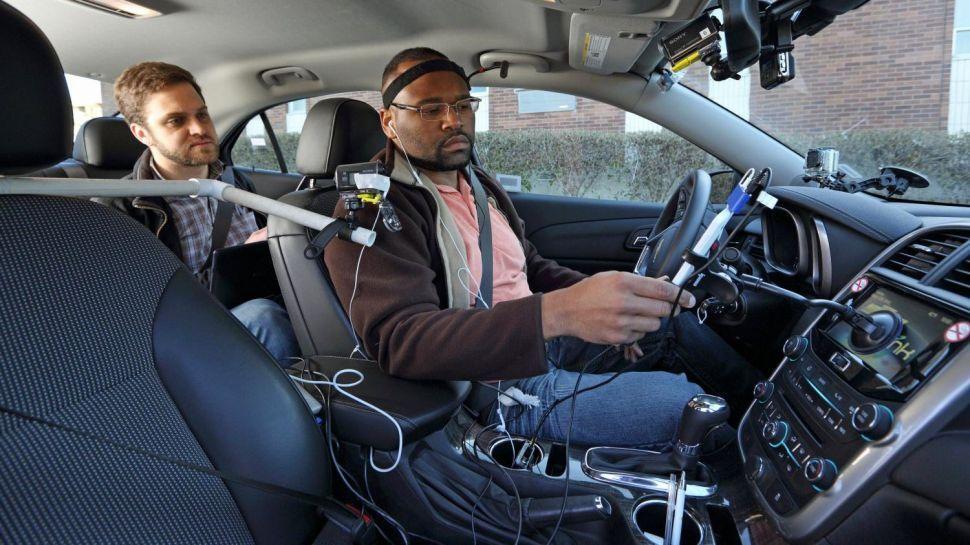 Parli con Siri in auto? Recuperi l'attenzione dopo 30 secondi