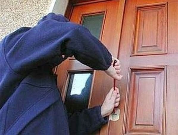 Furti in casa: sgominata la banda internazionale delle badanti