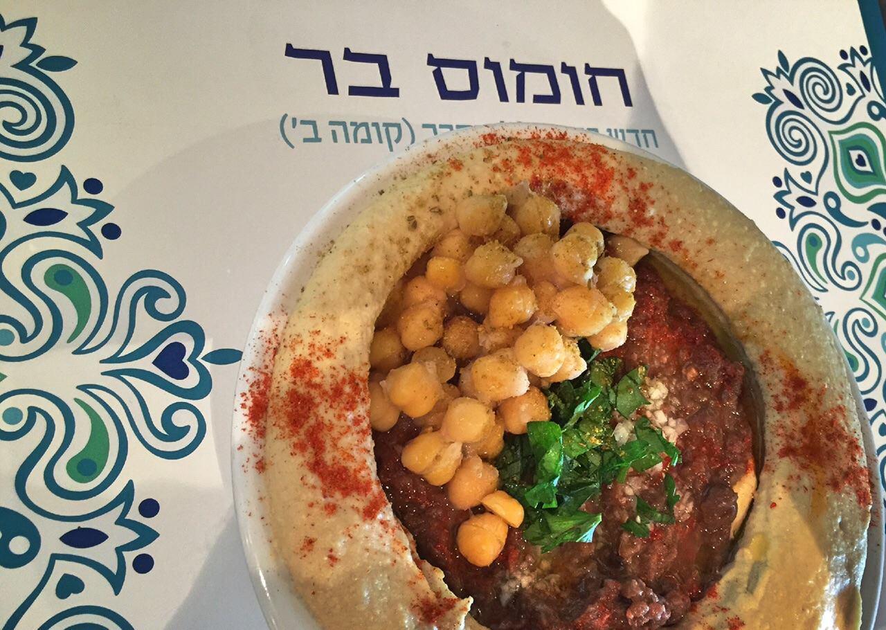 Hummus Bar, dove ebrei e arabi che pranzano insieme hanno lo sconto del 50%