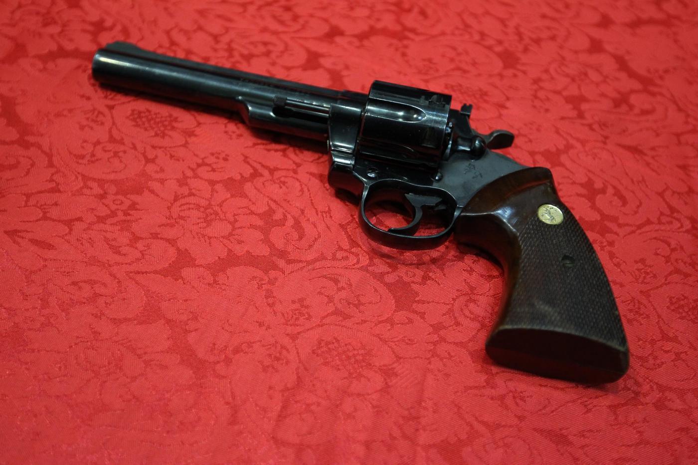 Se i cittadini si armano: pistoleri, giustizieri o legittima difesa?