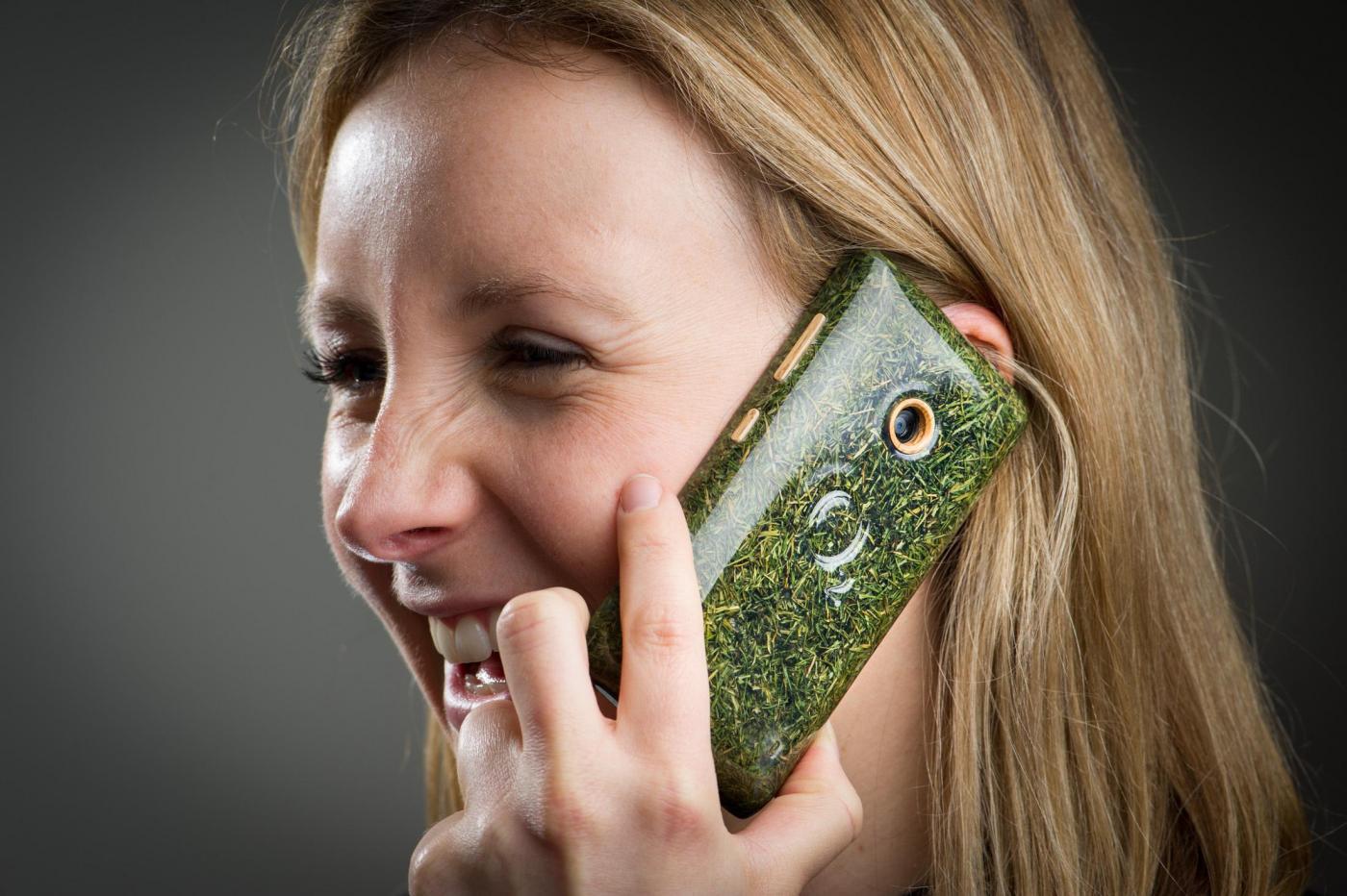 Quella che parla al telefono