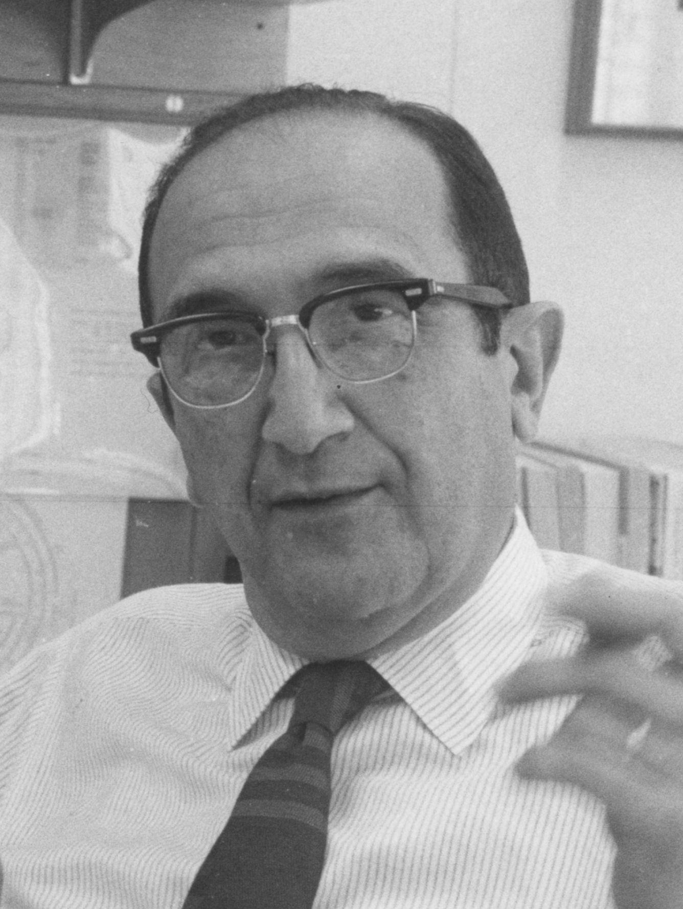 Salvador E  Luria