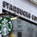 Starbucks in Italia, nuova caffetteria a Milano in piazza Duomo abbellita con banani, ibischi e palme
