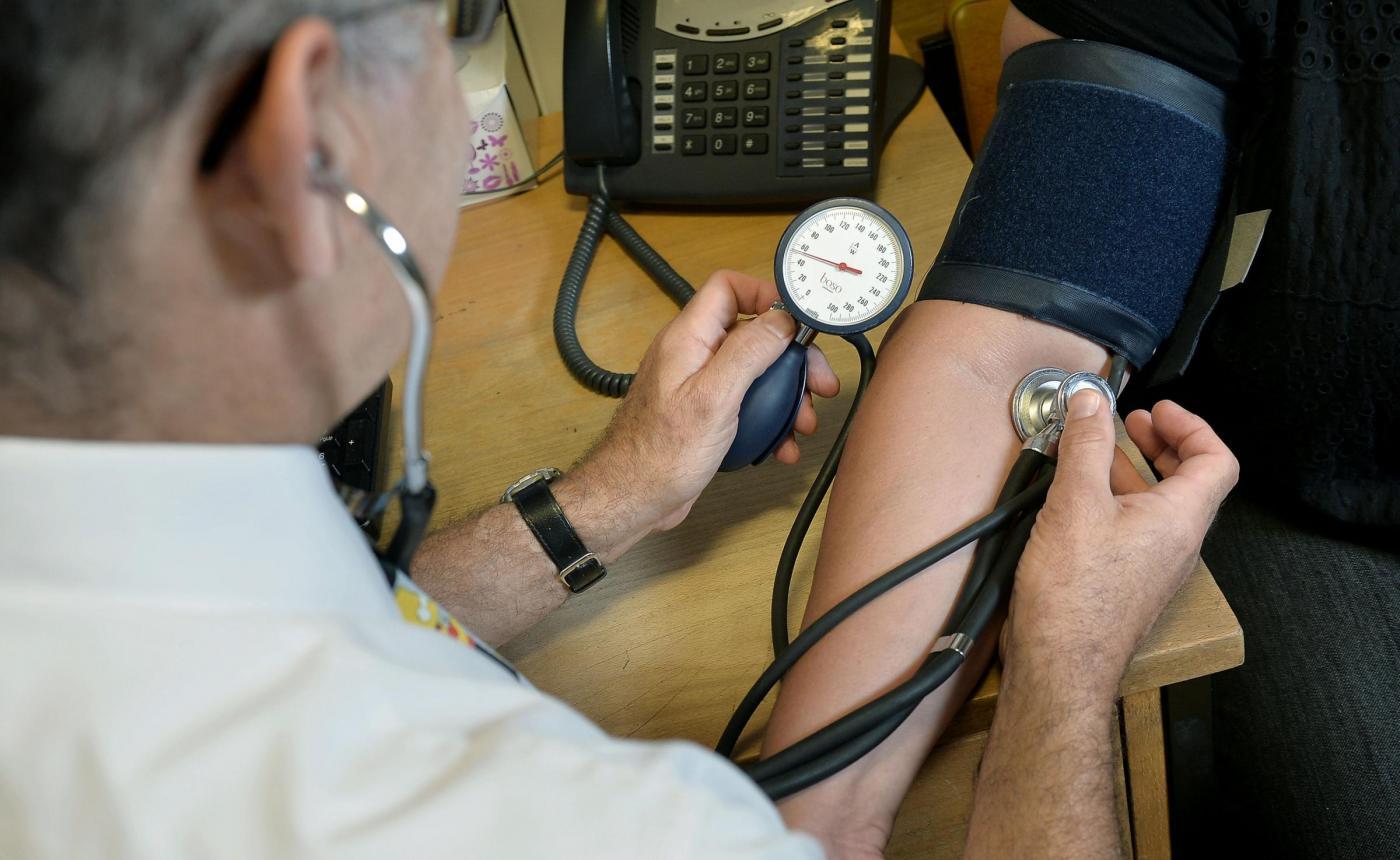 Abbassare la pressione arteriosa senza farmaci in 12 step