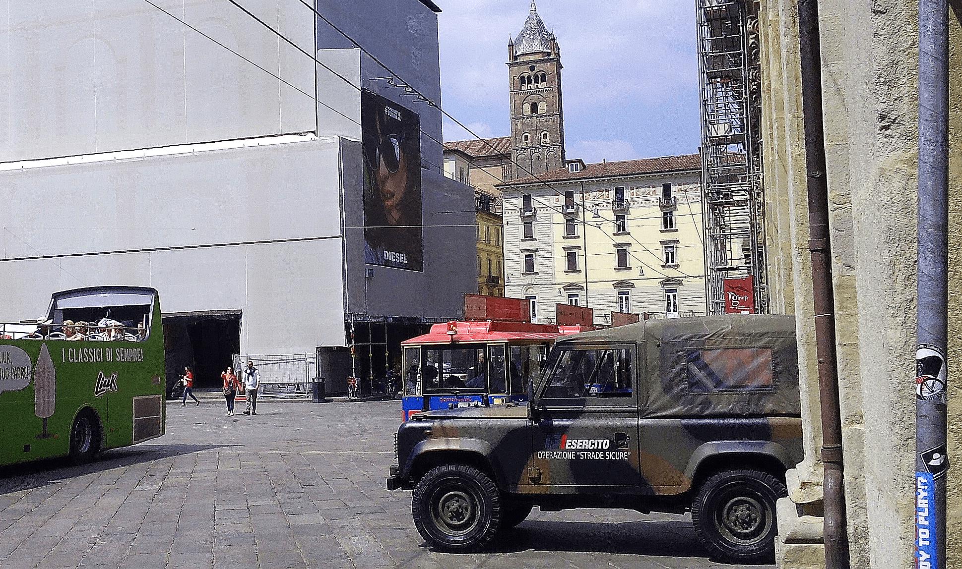 Bologna 4 espulsi