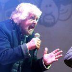 Beppe Grillo contro la Rai: Carlo Freccero vuole uno show in prima serata