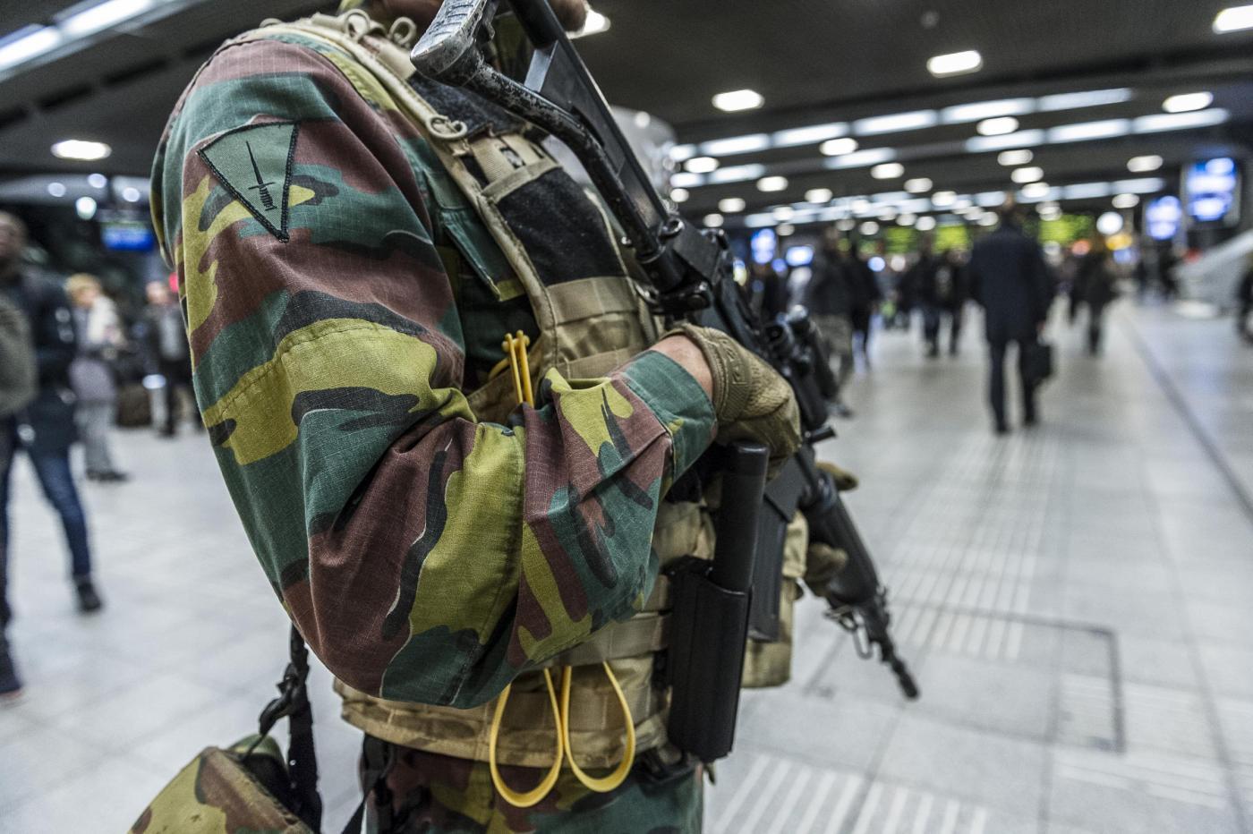 Bruxelles, l'esercito per le strade e le stazioni ferroviarie