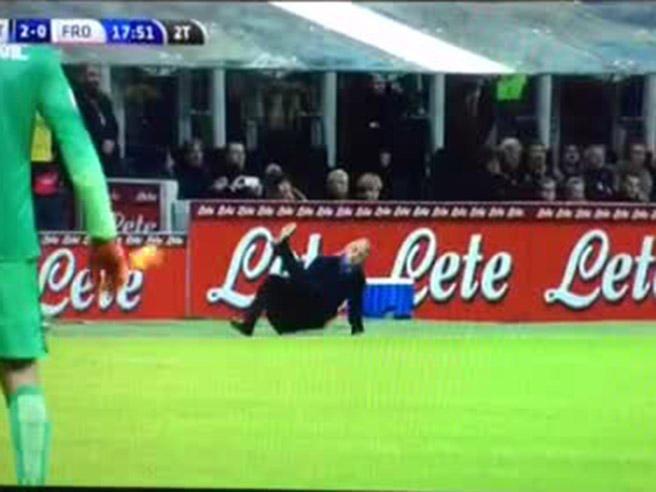 Mancini epic fail a San Siro: cade tentando uno stop