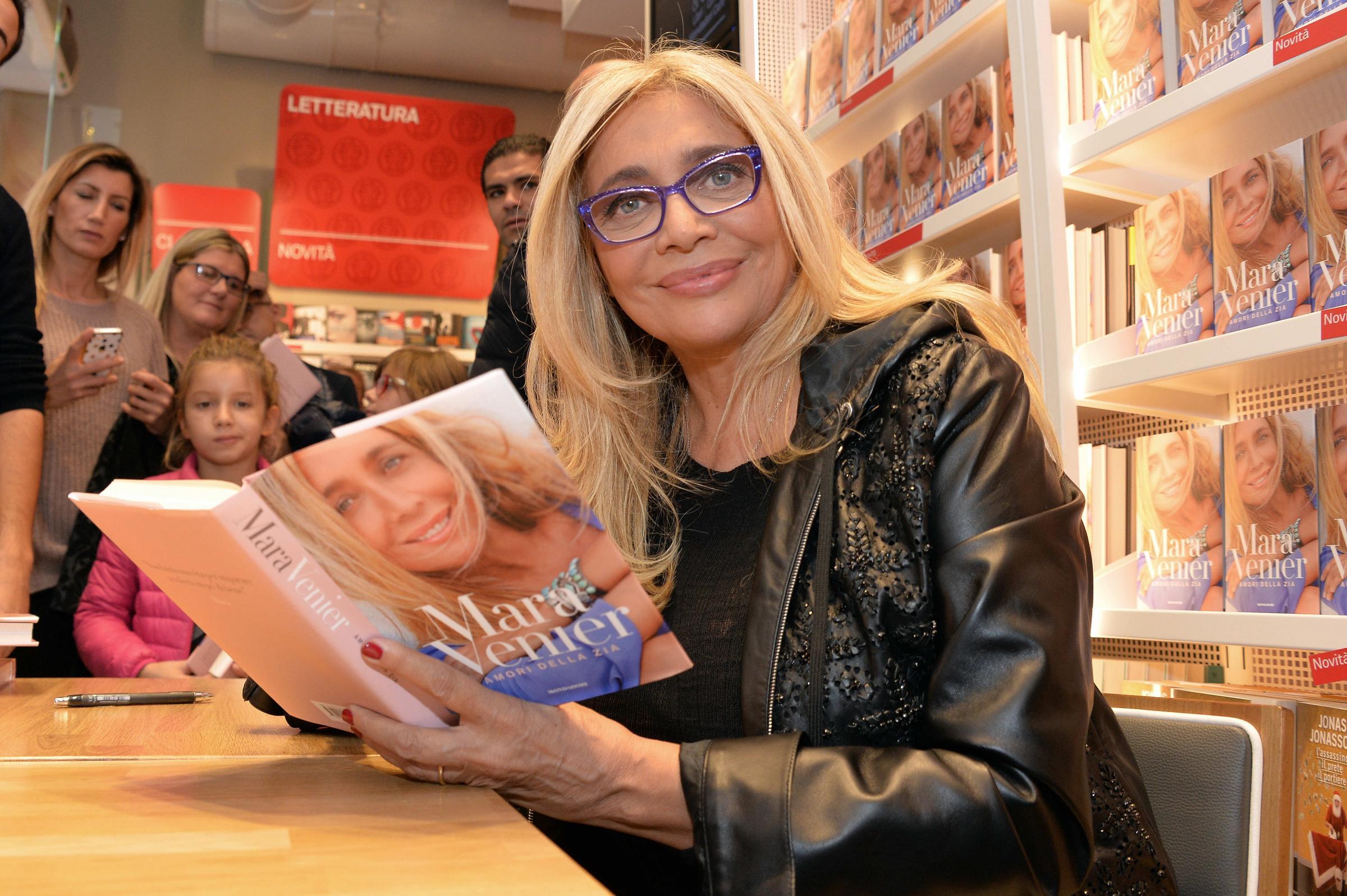 'Amori della Zia', Mara Venier diventa scrittrice [INTERVISTA]