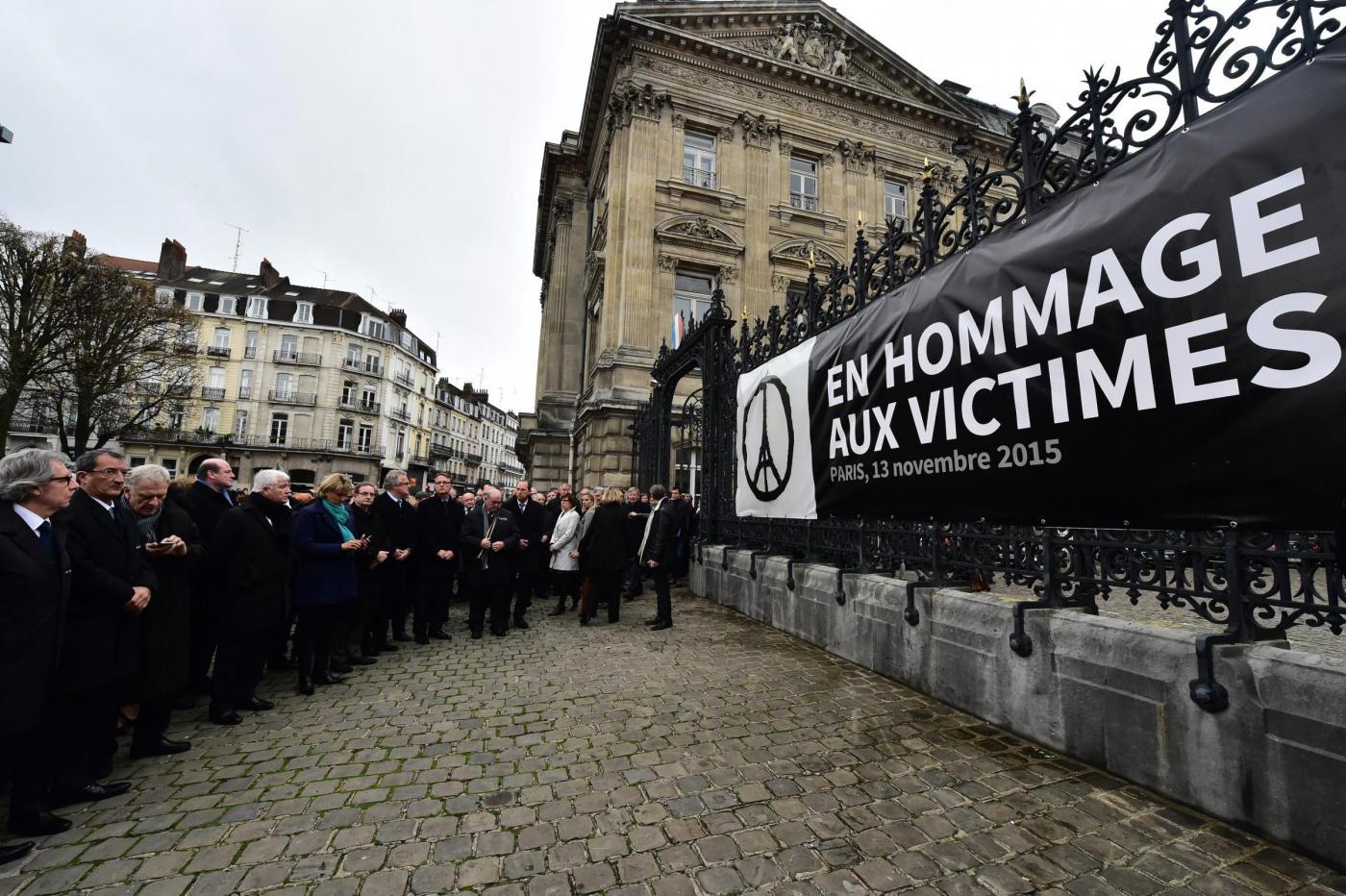Attacco terroristico a Parigi, a mezzogiorno tutta la Francia si é fermata per un minuto di silenzio
