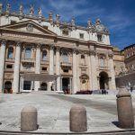 Tarcisio Bertone e la casa ristrutturata con i soldi dei bambini poveri: il Vaticano apre un'inchesta