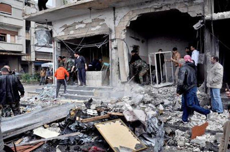 Siria, raid russo bombarda un mercato: 44 morti