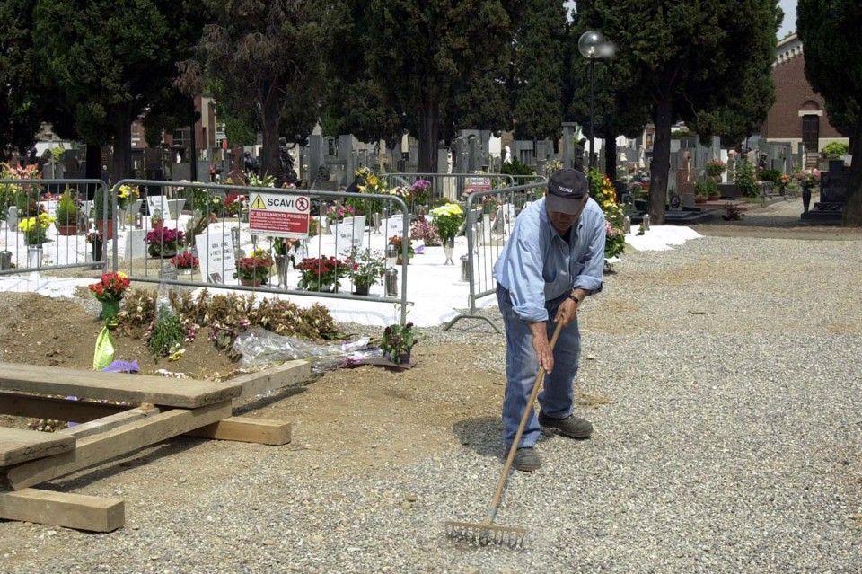 Spaccio al cimitero di Sesto San Giovanni