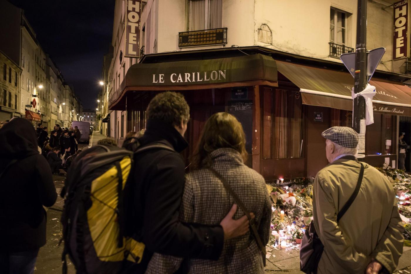Omaggi alle vittime di Parigi