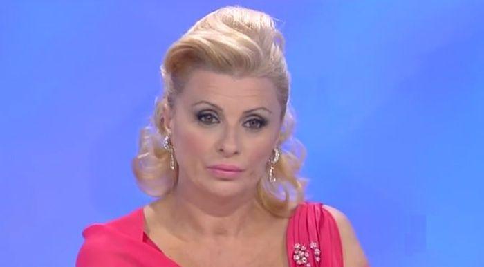Lutto per Tina Cipollari: morto il padre dell'opinionista di Uomini e Donne