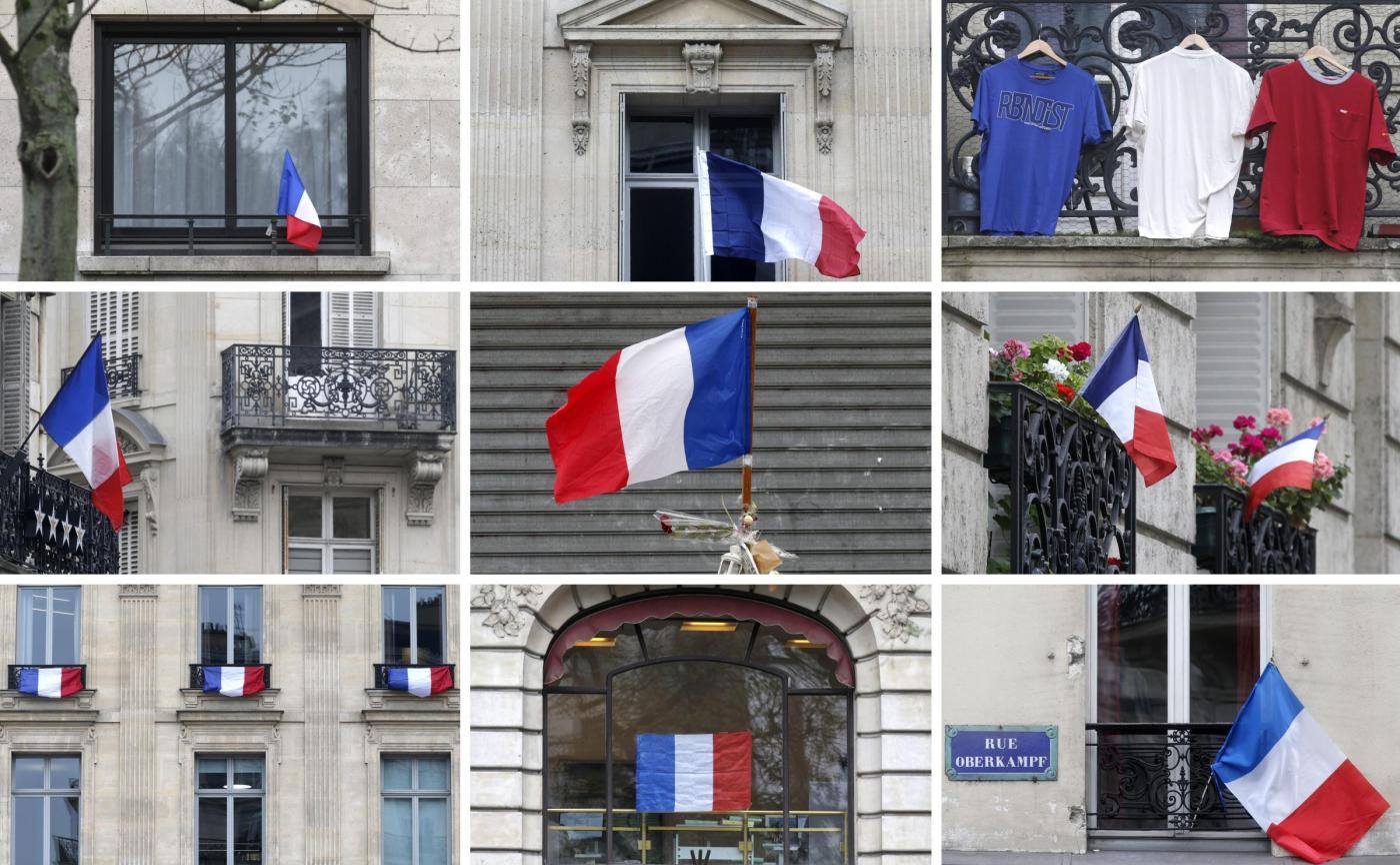Francia, cerimonia per i morti negli attentati di Parigi