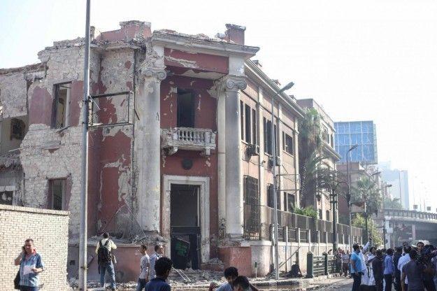 Egitto autobomba al Cairo consolato italiano distrutto