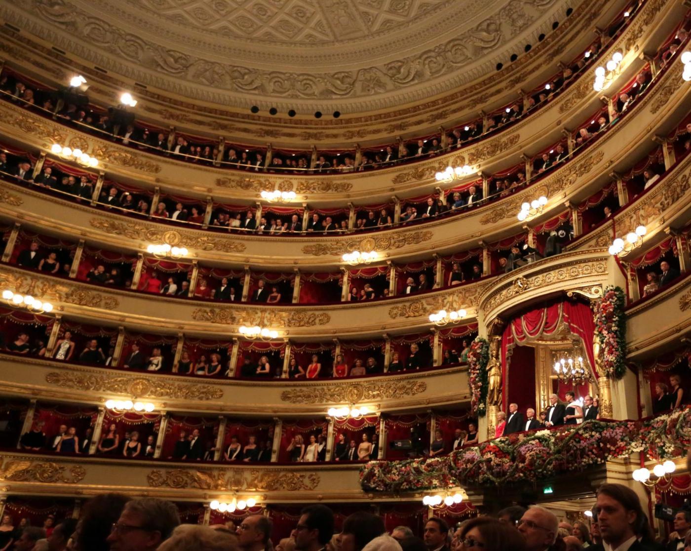 Parata di personalità alla prima della Scala