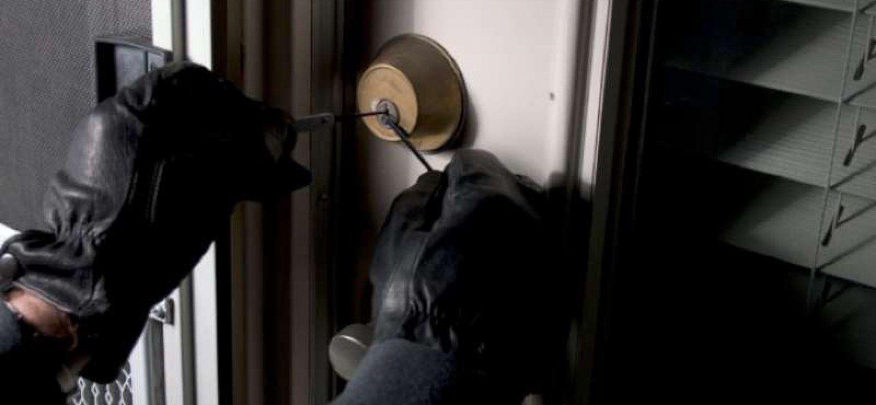 I ladri svaligiano la casa degli zingari