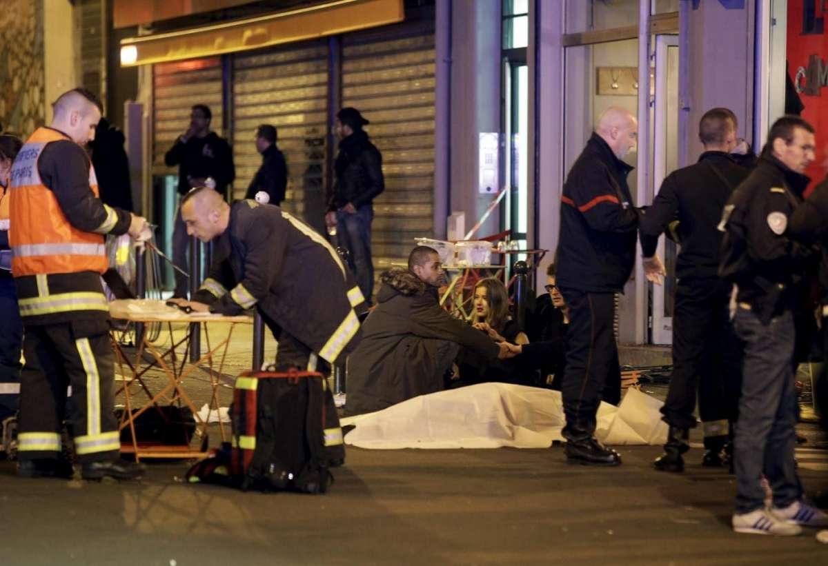 Attentati Parigi, almeno 129 morti e 352 feriti – DIRETTA NEWS