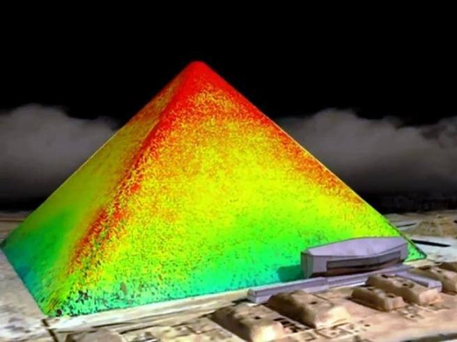 Piramide di Cheope: scansioni termiche rivelano 'strane anomalie'