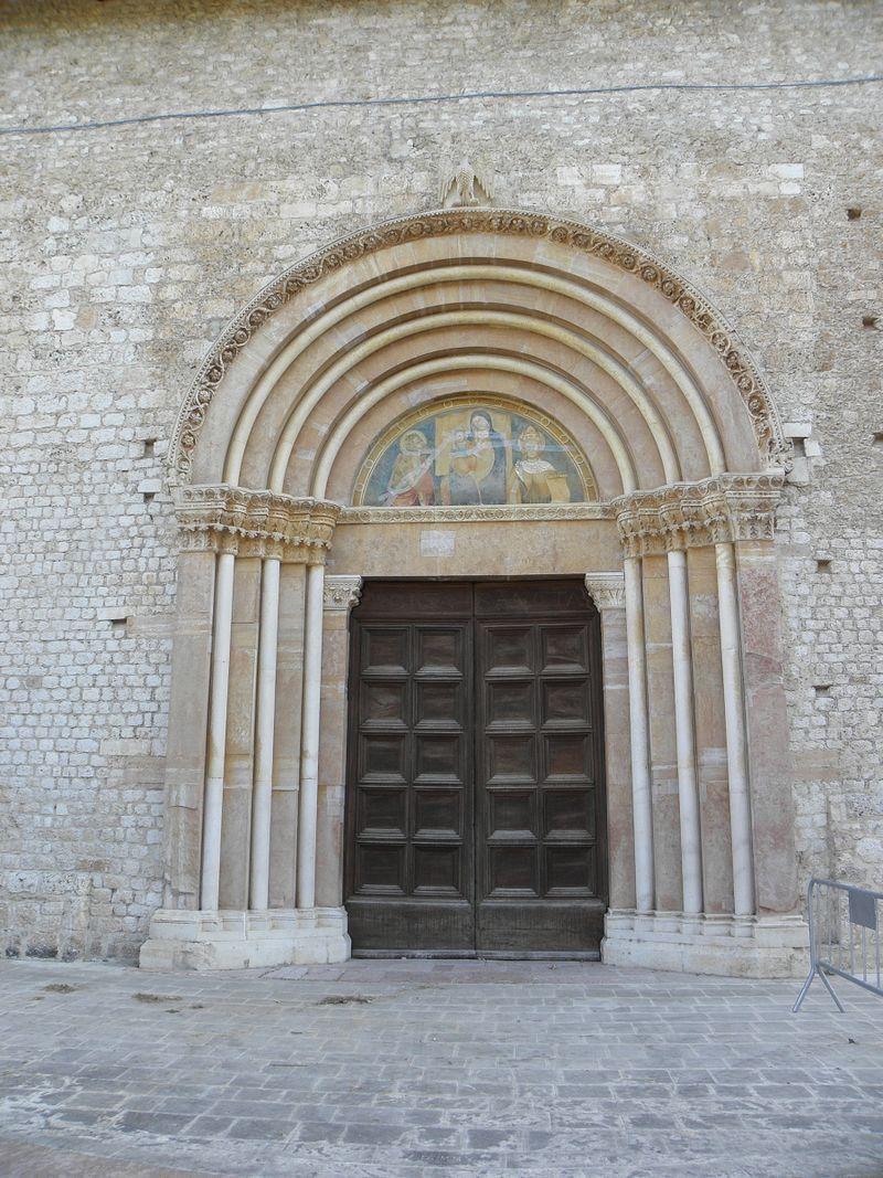 porta santa basilica collemaggio