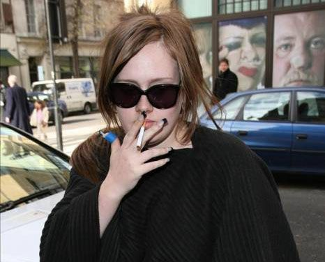 Adele fumatrice