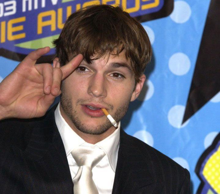 Ashton Kutcher fumatore