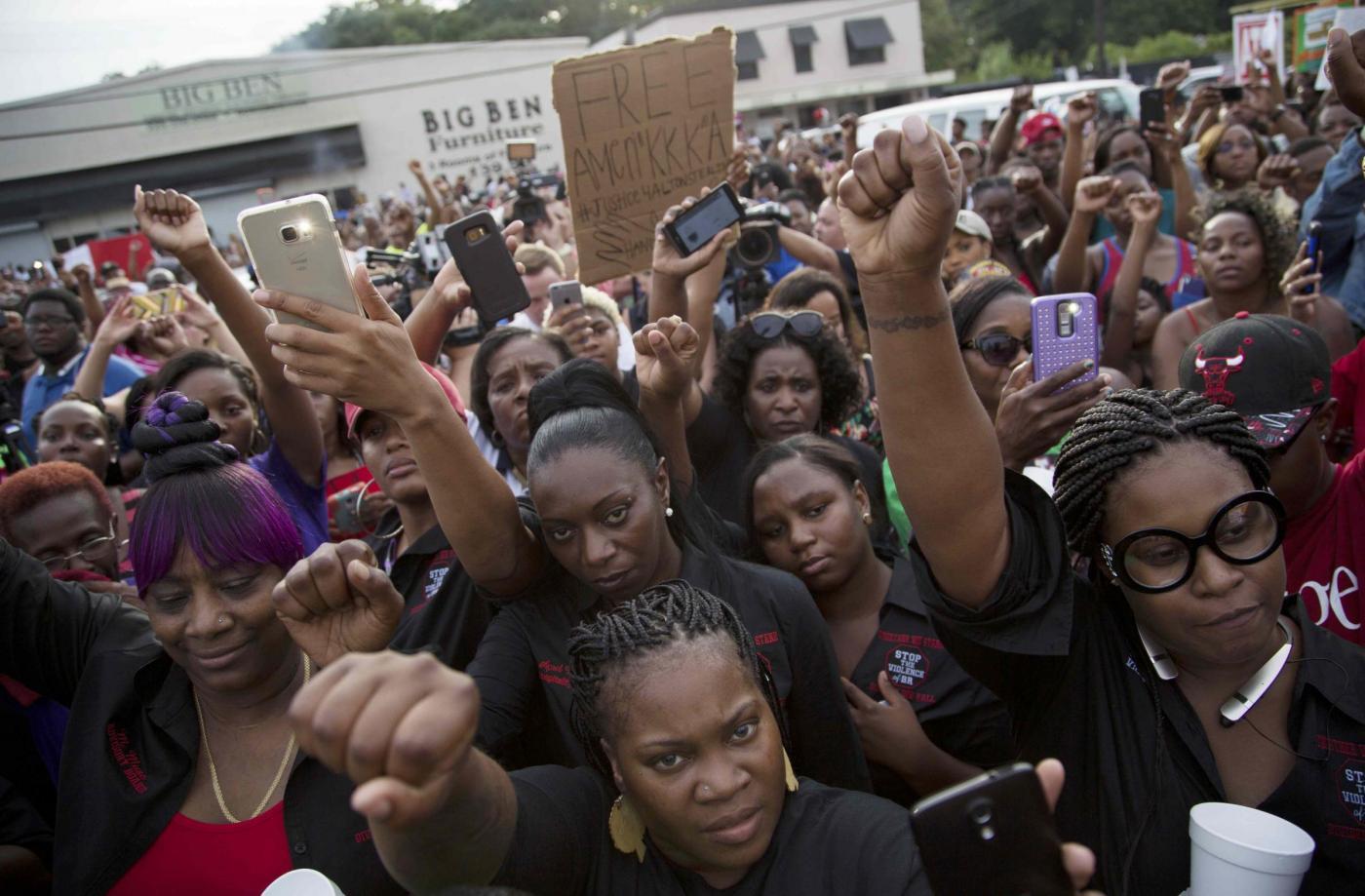 Afroamericani uccisi dalla polizia: i casi più eclatanti degli ultimi tempi