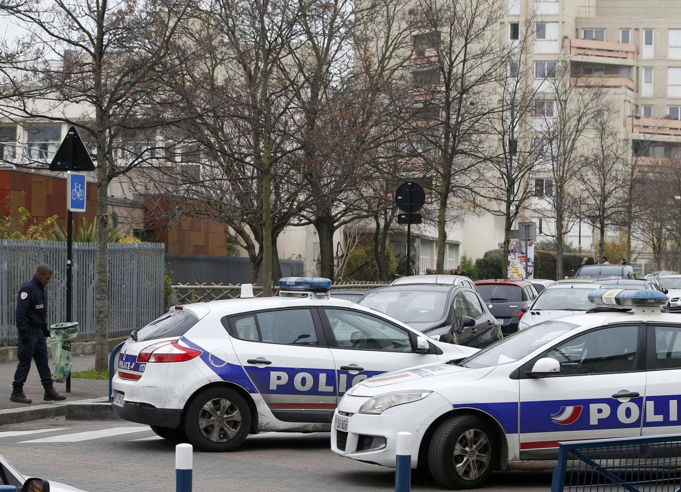 Francia, uomo accoltella insegnante invocando ISIS a Auberville