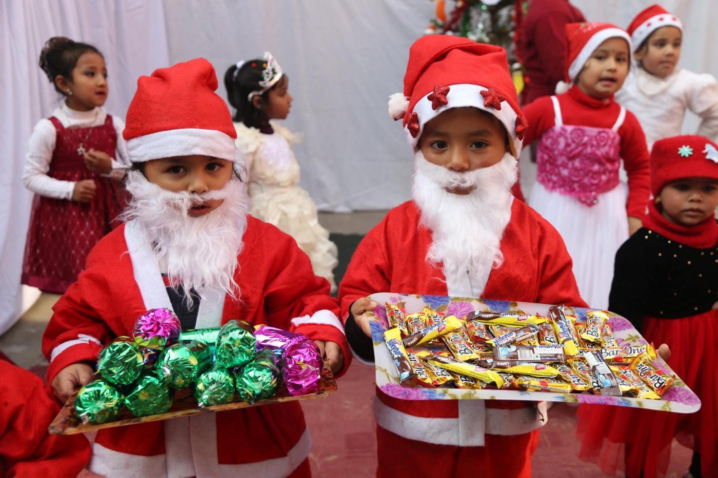 Nonna-ruba-caramelle-a-Natale