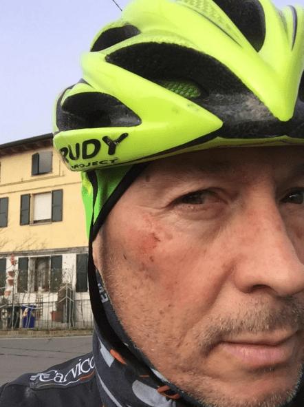 Paolo Belli, incidente in bicicletta: auto lo urta e il cantante si sfoga su Facebook