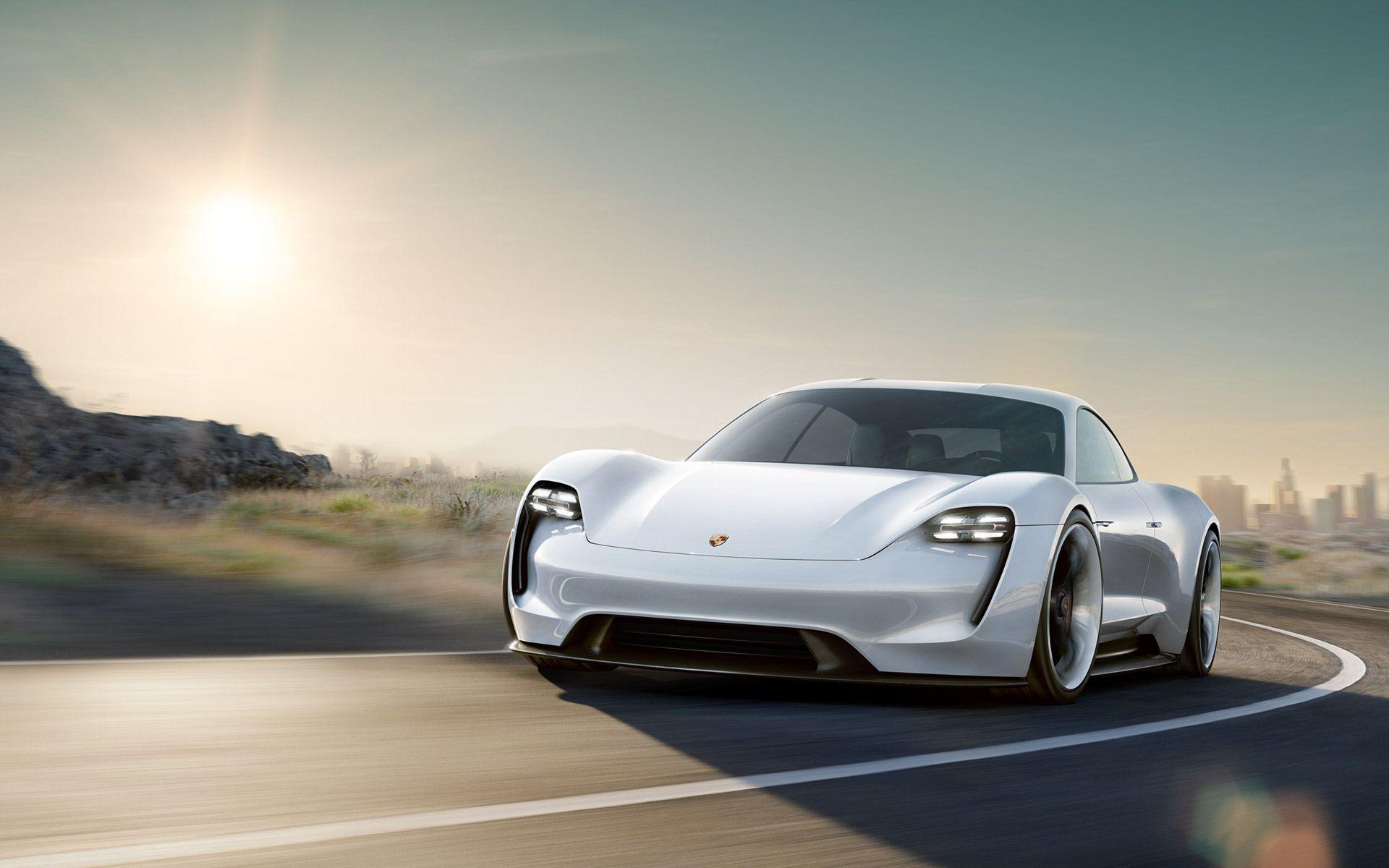 Porsche Mission E: la prima sportiva elettrica in arrivo nel 2020
