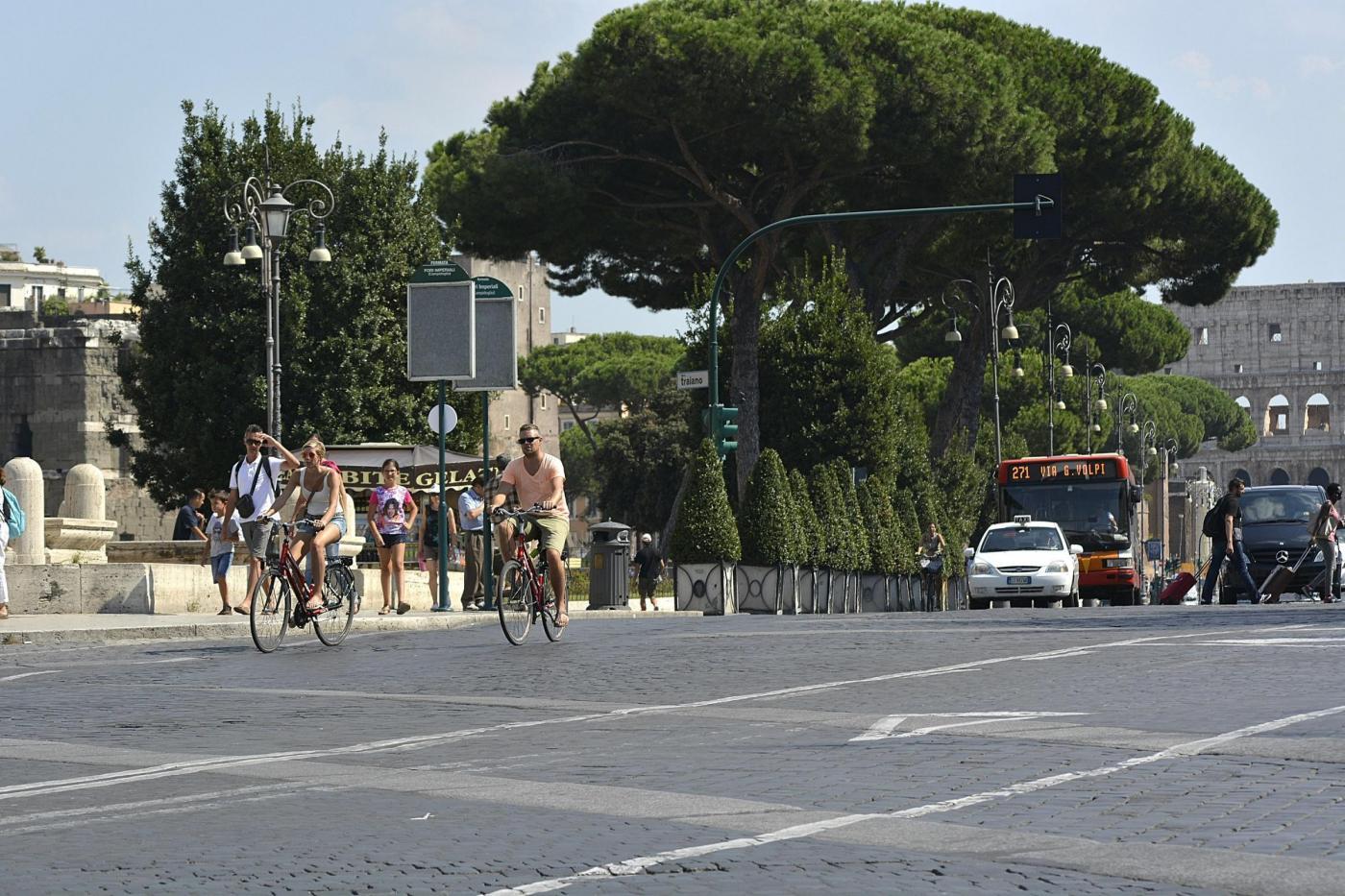 In via dei Fori Imperiali solo bus e bici