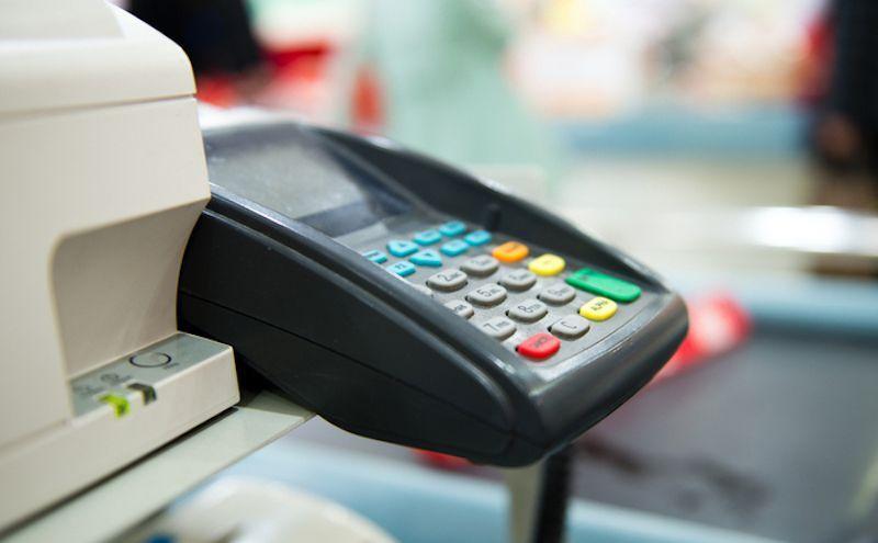 Pagamenti col bancomat, emendamento PD: sì alla soglia sotto i 5 euro