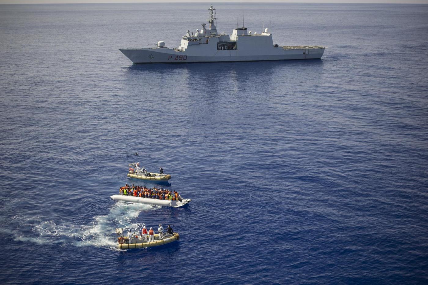 Canale di Sicilia: la nave della Marina Militare