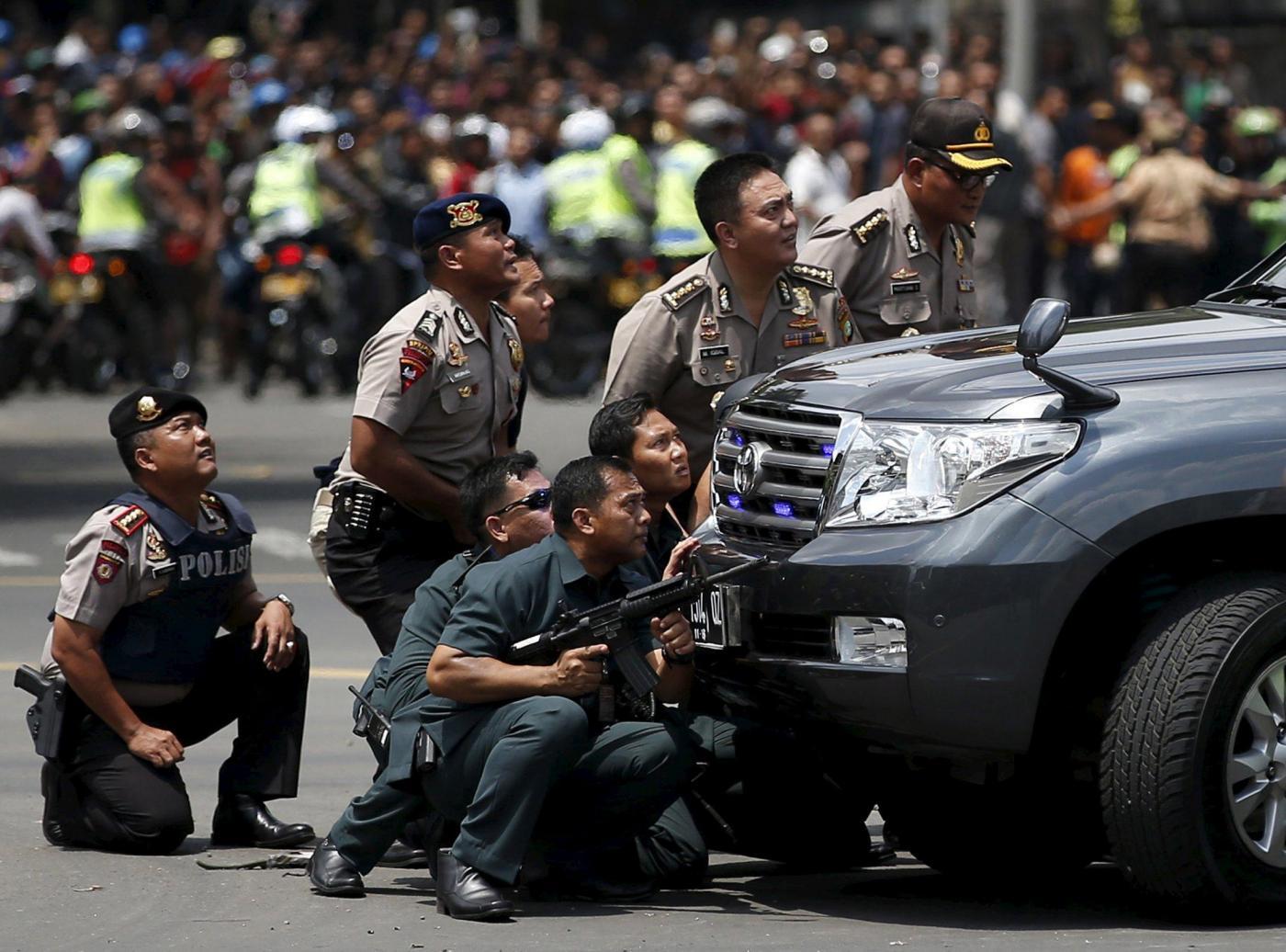 Indonesia serie di esplosioni a Giacarta