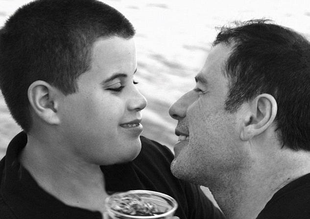 John Travolta ricorda il figlio scomparso: Jett avrebbe compiuto 23 anni