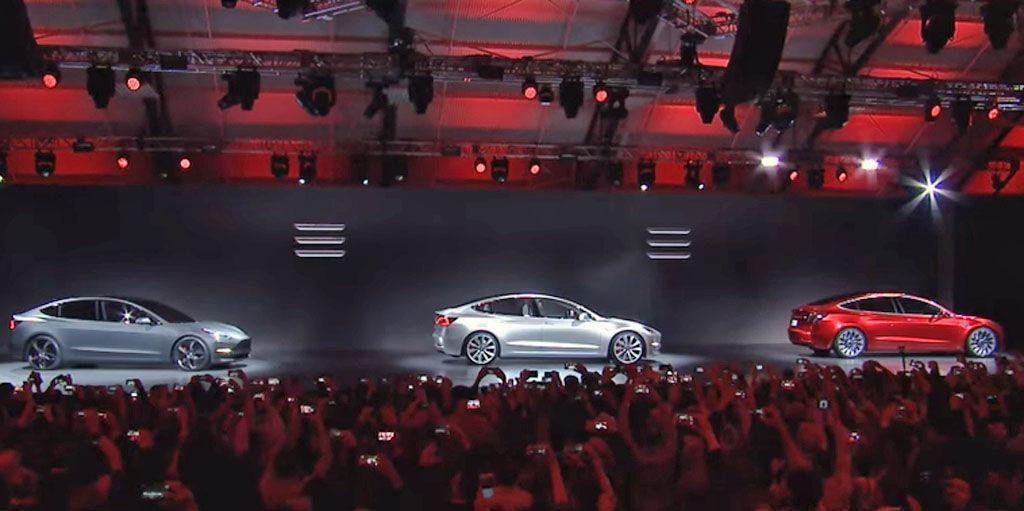 """Tesla Model 3: tutti pazzi per la """"piccola"""" californiana"""