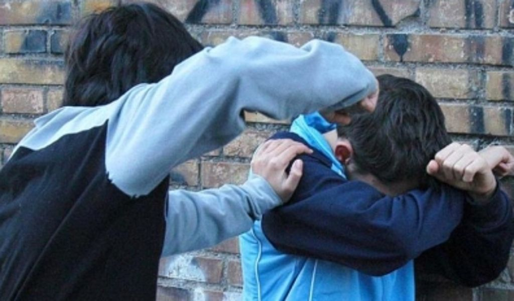 """Leggi sul bullismo in Italia: nel disegno anche il """"daspo"""" per gli smartphone"""