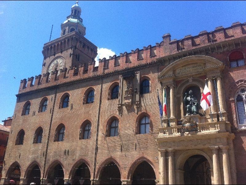 Il Consiglio Comunale di Bologna con il sindaco Virginio Merola