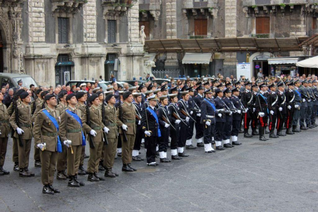 Sicurezza in Italia, Renzi prepara il giro di poltrone ai vertici delle Forze Armate