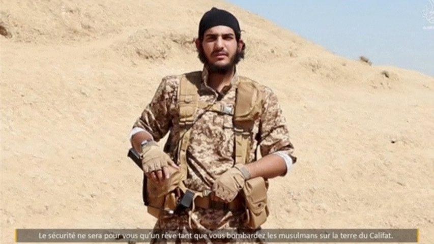Isis, nuovo video: gli 8 del commando di Parigi prima della strage