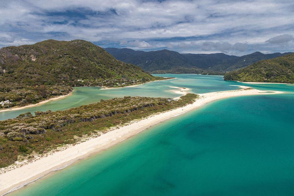 Nuova Zelanda: in 40mila comprano una spiaggia per salvarla