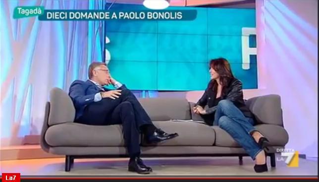 Paolo Bonolis: Unioni civili? Meglio un figlio alle coppie gay che cresciuto da sette suore