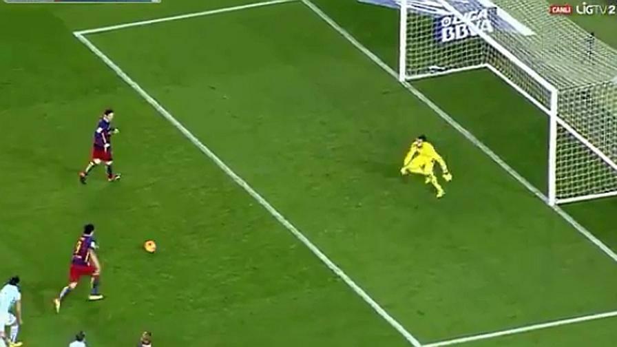 Messi e il rigore di seconda per Suarez, un omaggio a Cruyff